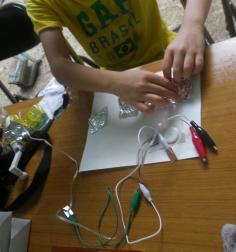 わくわく発電実験『ボルタ電池をつくって、LEDをつけよう』のイメージ